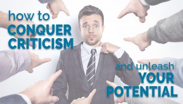 Viele Finger zeigen auf einen Geschäftsmann